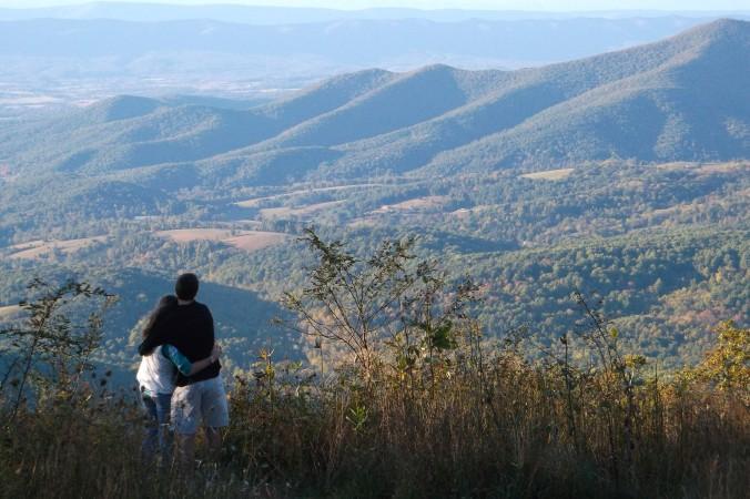 couple-mountain-overlook