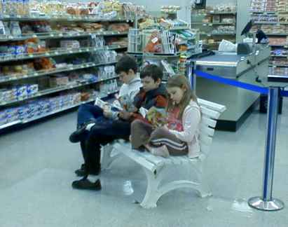 children reading while mom shops