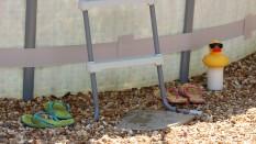Pool, Flip Flops (1)